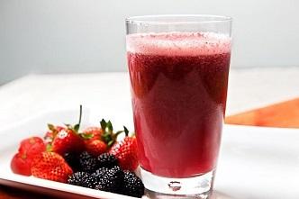 Receita de Água Sass de Frutas Vermelhas